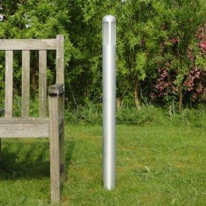 Tuinlamp 94 cm LARGE 360 naast tuinbank