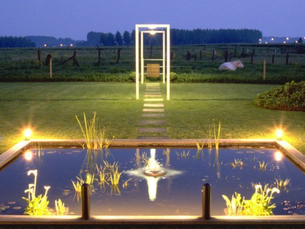 tuinverlichting van vijver en gangpad maatwerk