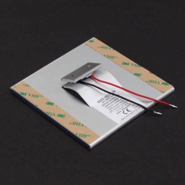 achterzijde van orientatieverlichting 10x10 cm met zelfklevende tape