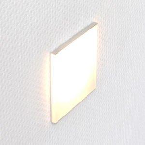 Led oriëntatieverlichting voor inbouwdoos INZO 80 met een doorschijnend mat plexiglas in een aluminium houder. Afmetingen 80x80mm