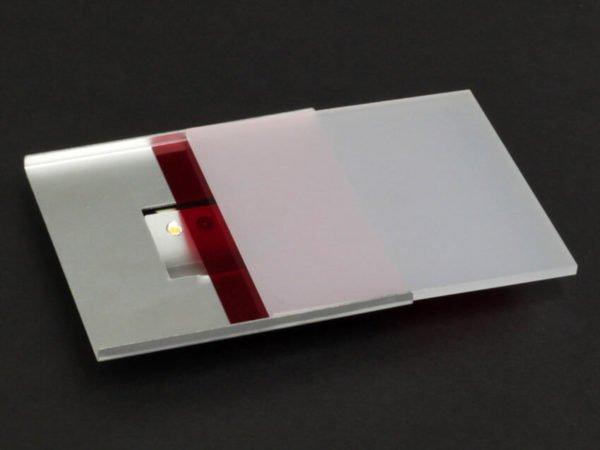 orientatieverlichting met twee led's rode kleurenfilter en plexi cover