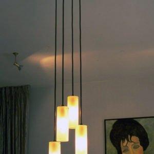 hanglamp met vier lichtpunten in opaal glas